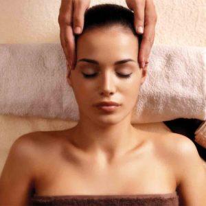 Косметичний масаж голови
