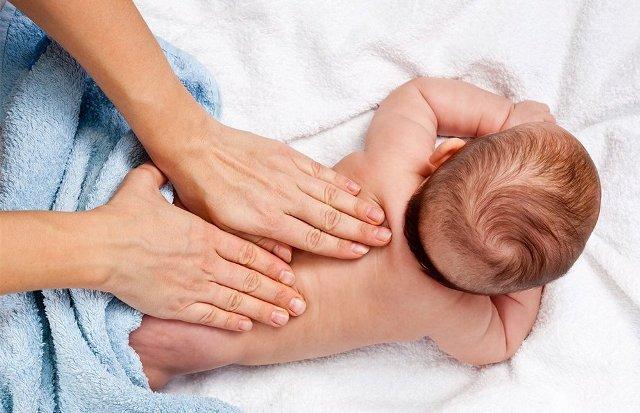 Масаж для немовлят місяць