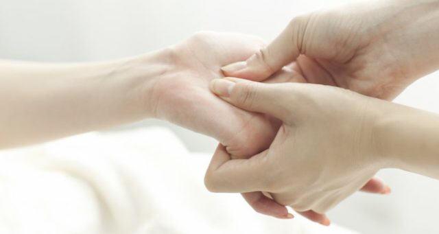Масаж руки після інсульту