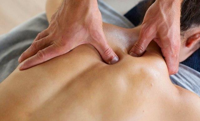 Лікувальний масаж спини