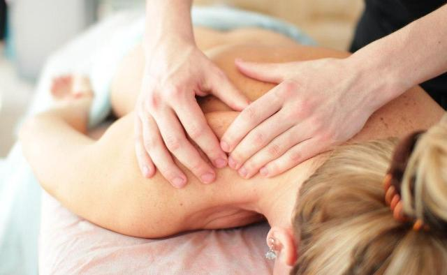 Спини масаж