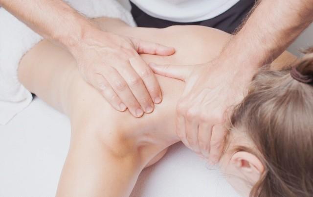 Массаж при остеохондрозе шеи